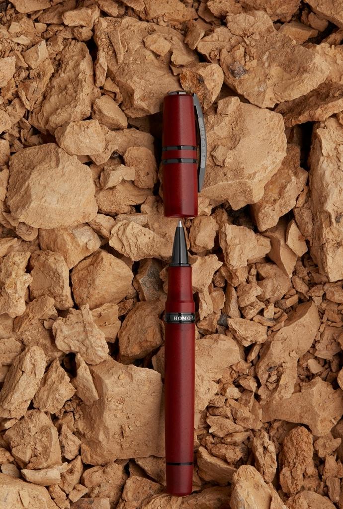Penna lava color homo sapiens visconti rosso aperta
