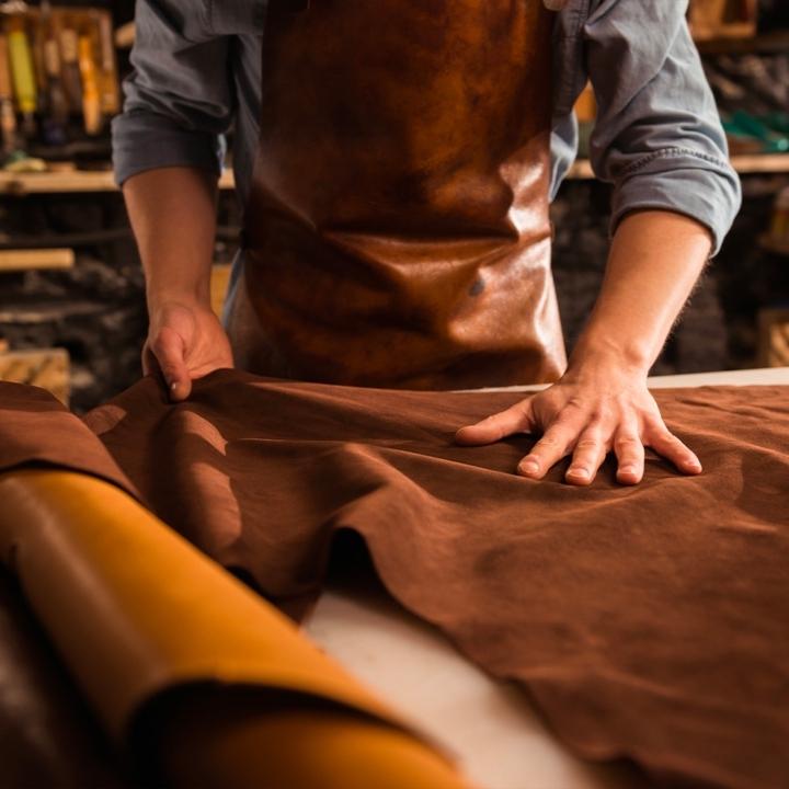 Lavorazione pellami pregiati Visconti