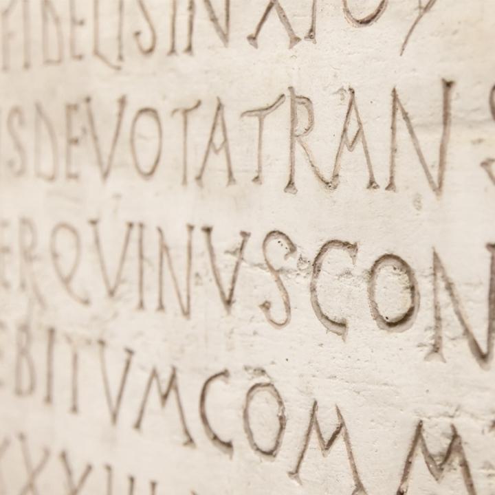 iscrizioni nella pietra